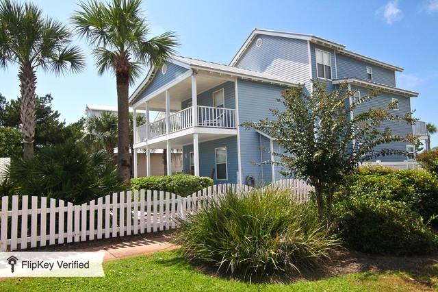3 level corner beach house with wrap around decks. - Huge Beach House up to 22 guests- private pool - Destin - rentals