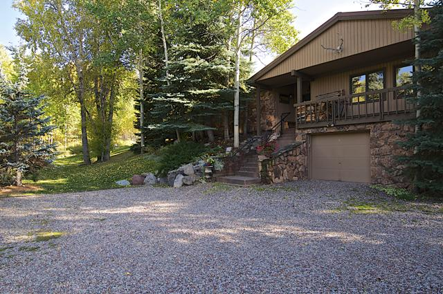 981 King Street Entrance with Large Parking Area - Ski, Golf, Hike, Mountain Bike, Best Restaurants - Aspen - rentals