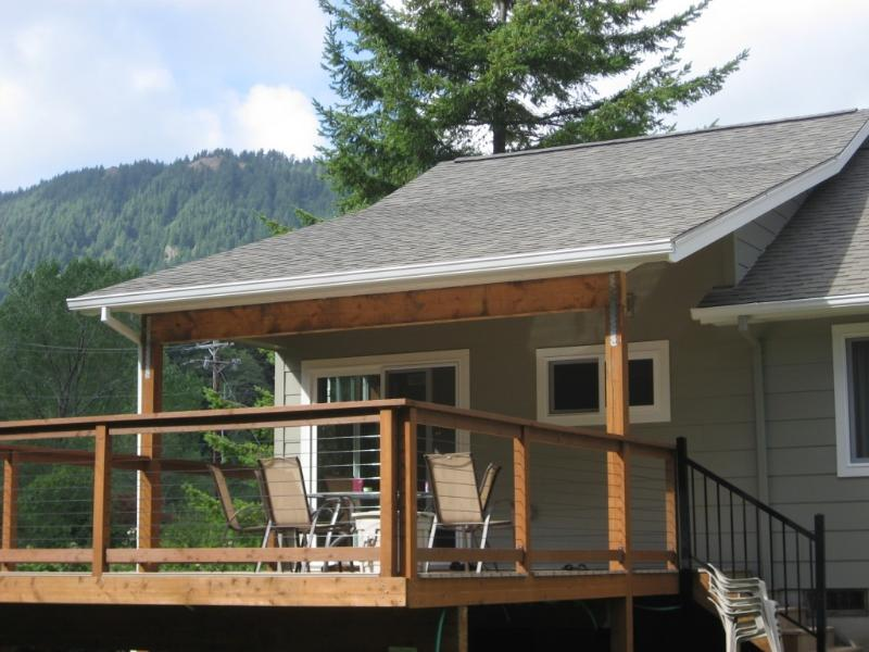 Deck in backyard - Charming Manzanita Oregon Beach House- Treehouse.. - Manzanita - rentals