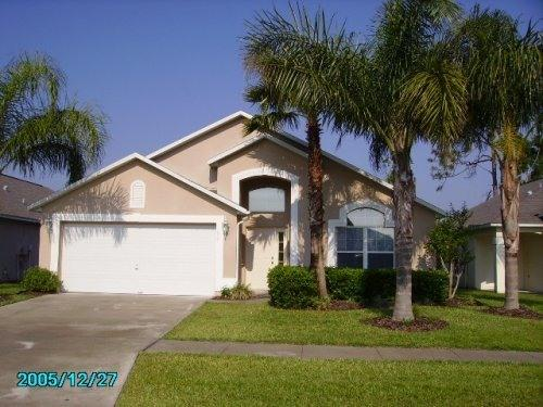 Front of Pauline's gorgeous home - PAULINE's STUNNING 5 bdrm w/2 Masters-Lake Berkley - Kissimmee - rentals