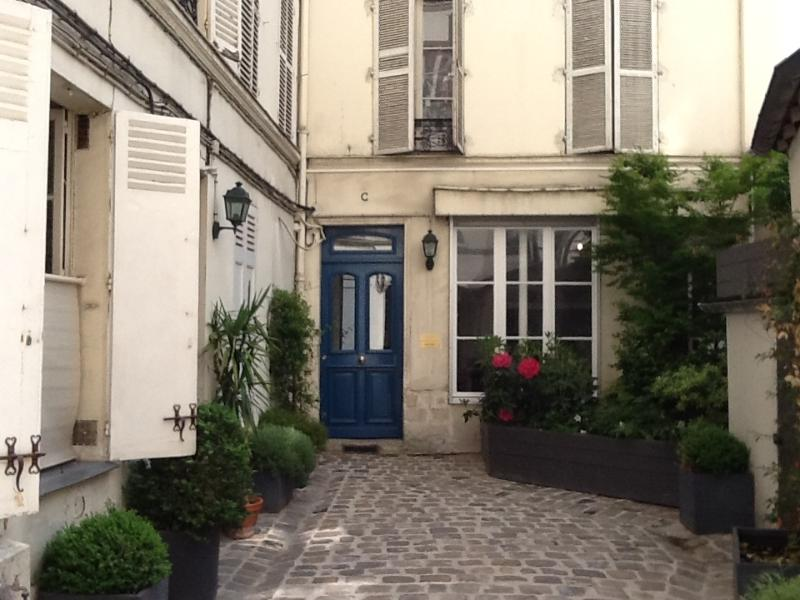 18th-century courtyard - Charming, perfectly located Paris vacation rental! - Paris - rentals