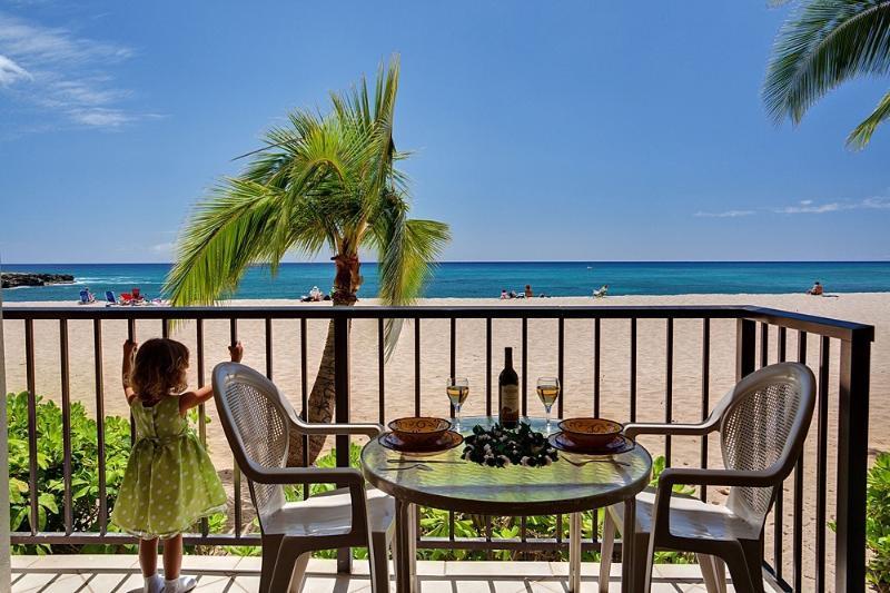 Lanai & Direct Access to Beach 4-Steps from Lanai - * * * Beachfront * * * 1st Floor Hawaiian Princess - Waianae - rentals