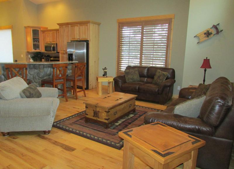 Sand Trap Living Room - Beautiful, Luxury Townhomes on the 5th fairway. - Estes Park - rentals