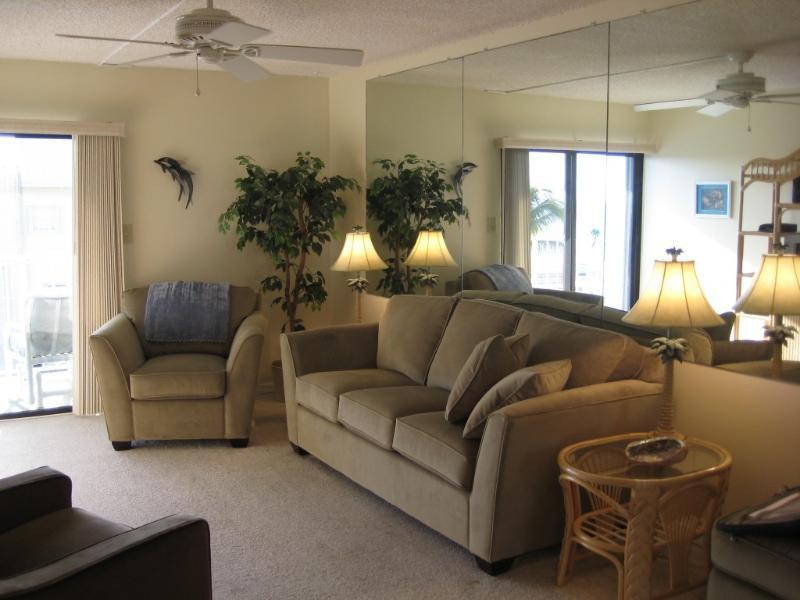 living room - Heart of the Florida Keys - Ocean View Condo - Key Colony Beach - rentals