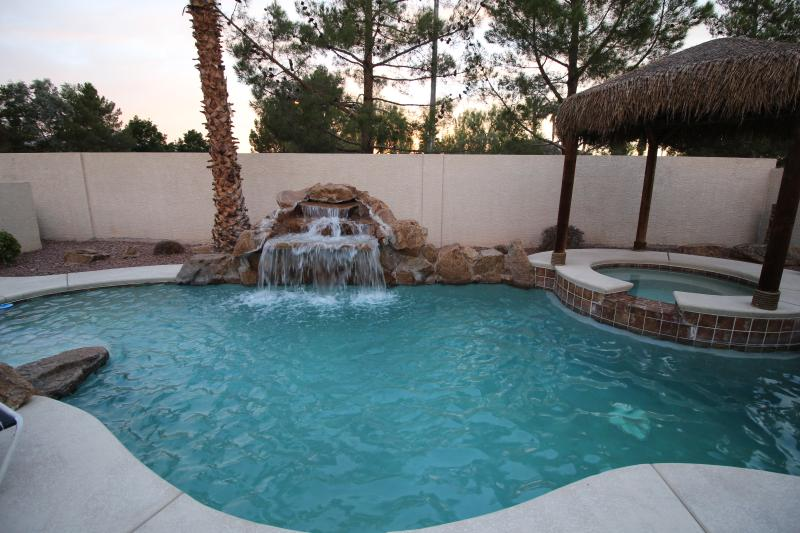 VILLA 2 - Heated Pool & Spa available year round.  Additional fee for heat. - VILLA 2 – FREE Heated Pool/Spa - 7mi to SouthStrip - Las Vegas - rentals
