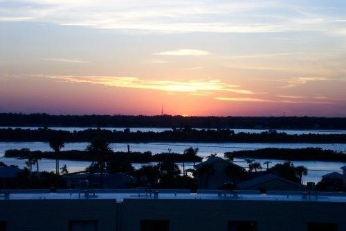 Master bedroom riverview - METICULOUS TOP FLOOR OCEANFRONT CONDO !!!!! - Daytona Beach - rentals