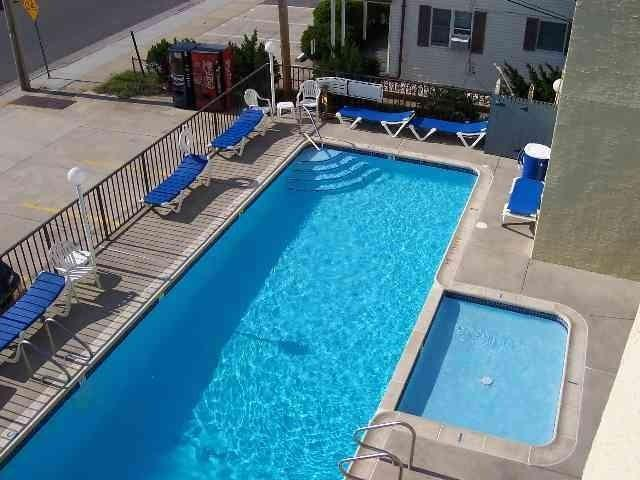 BEACH BLOCK CONDO with POOL - ...STEPS TO BEACH, BOARDWALK &  AMUSEMENTS - North Wildwood - rentals