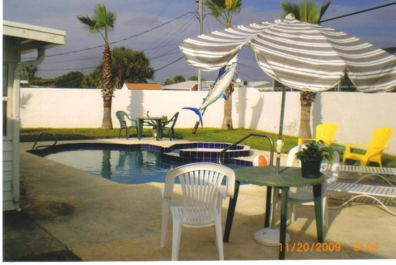 POOL AREA BLOCK FENCE JUST PAINTED - FIRST HOUSE FROM OCEAN - Ormond Beach - rentals