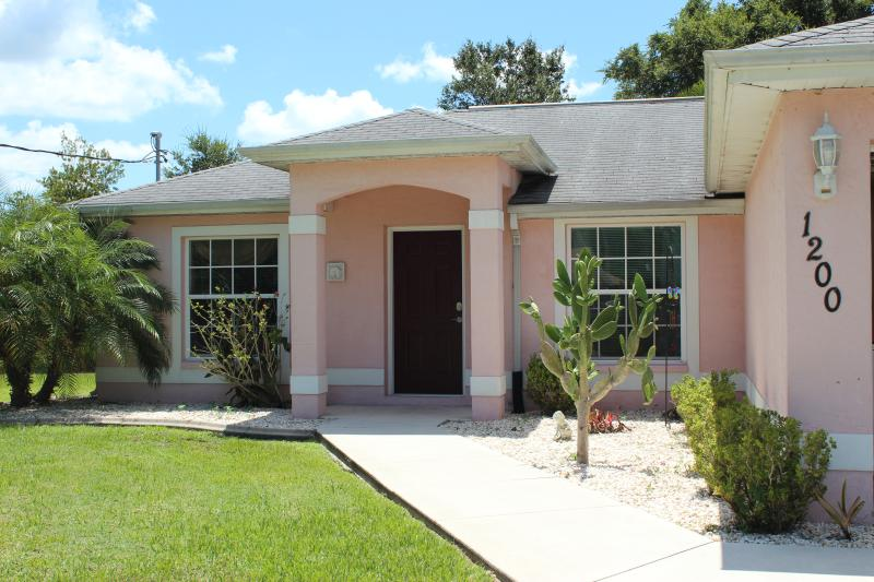 Peace and Quiet - 3 bedroom 2 bathroom pool home close to golf - North Port - rentals