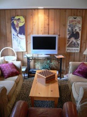 You'll love relaxing in front of a flat-screen... - The Pines -- A Fun Mammoth Condo Near The Village - Mammoth Lakes - rentals