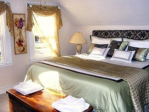 King size bed with memory foam topper - Lewis Bay Retreat - lovely home near beach/town - West Yarmouth - rentals