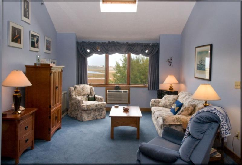Living Room with Sleep Sofa - Wells Vacation Condo Suite w/views - Wells - rentals