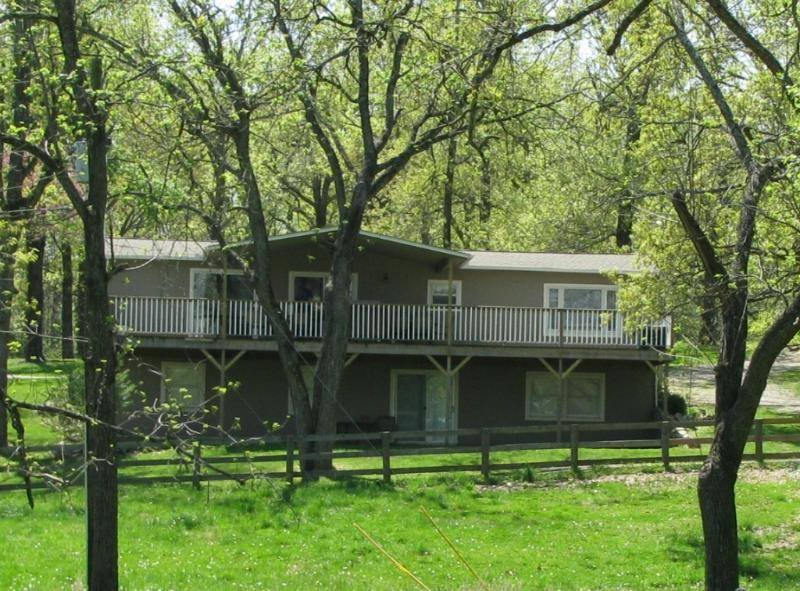 Ozark Getaway, Covered Deck, Private Meadow View - Ozark Getaway, llc - 4 BR 3 Bath Vacation House - Gassville - rentals