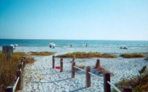 Tommy's Florida Beach Cottage,  Private Pool & Spa - Image 1 - Fort Myers Beach - rentals