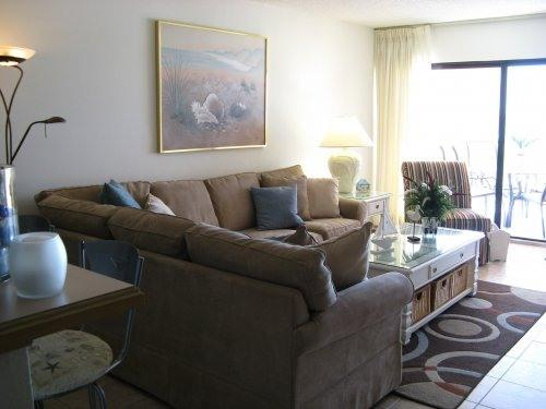 LIVINGROOM WITH WALKOUT BALCONY - CLEAN & SPACIOUS GULF CONDO - Indian Shores - rentals