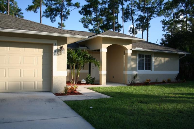 Quiet retreat - Exquisite 4 bdrm, 2 bath pool home - close to golf - North Port - rentals