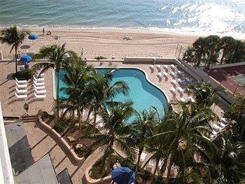 Heated fresh water pool with sundek area - Ocean Manor Resort Hotel and Private Condominiums - Fort Lauderdale - rentals