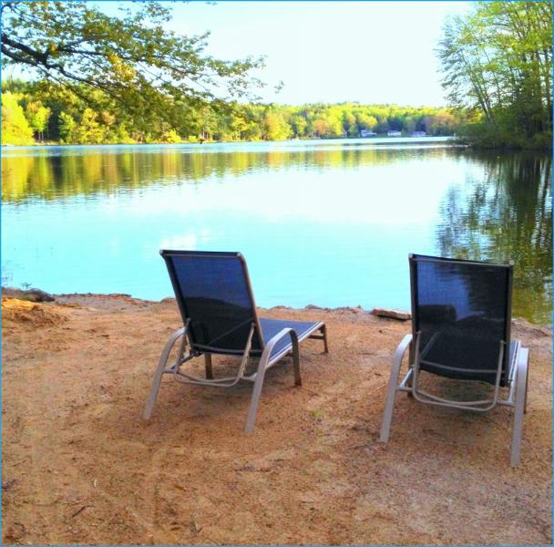 sit by the peaceful lake w/ a book & glass of wine - Beautiful Lake Front LakeHouse sandy beach w/boat - Northwood - rentals