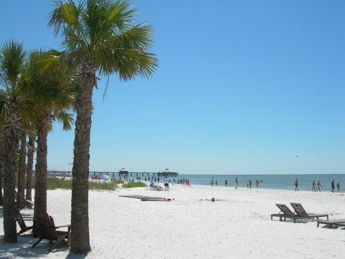 The beach - A few steps away - Paradise Found - Steps to the beach - Free Wi-Fi - Fort Myers Beach - rentals