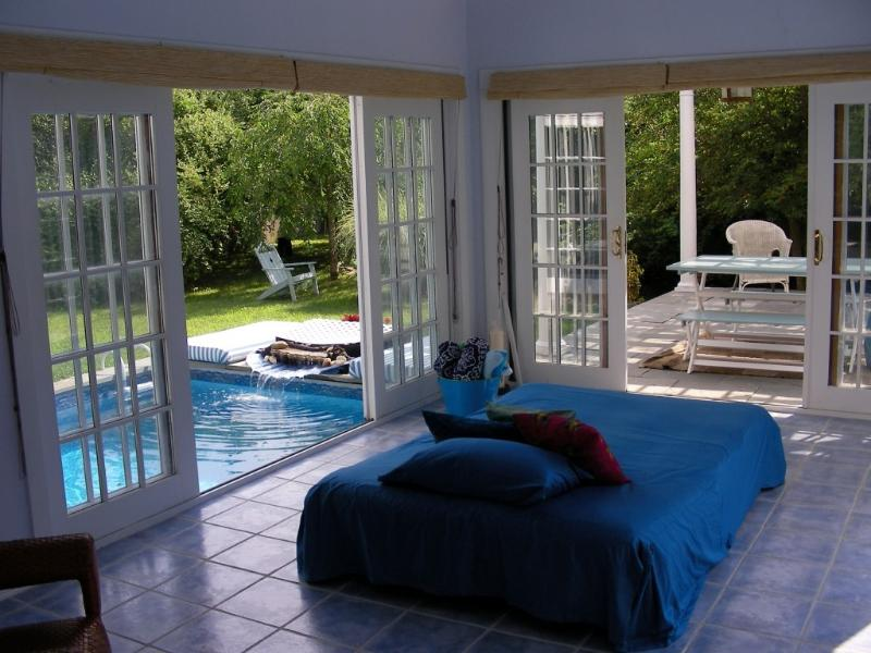 Open Air Room Overlooking Pond & Pools - >>> ROMANTIC Beach Getaway! Seclusion, Waterfalls - Shelter Island Heights - rentals