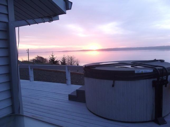 Hot tub - Bourbon Place Retreat on Netarts Bay - Tillamook - rentals
