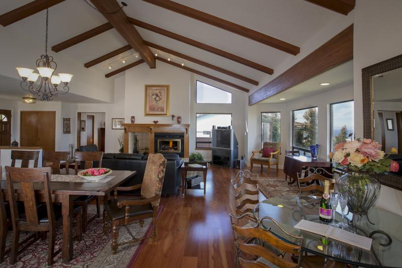 "Great room with wall of windows, wood burning fireplace 55"" Smart TV - Fabulous Ocean View  SLEEPS 12*FALL WINE FEST! - Los Osos - rentals"