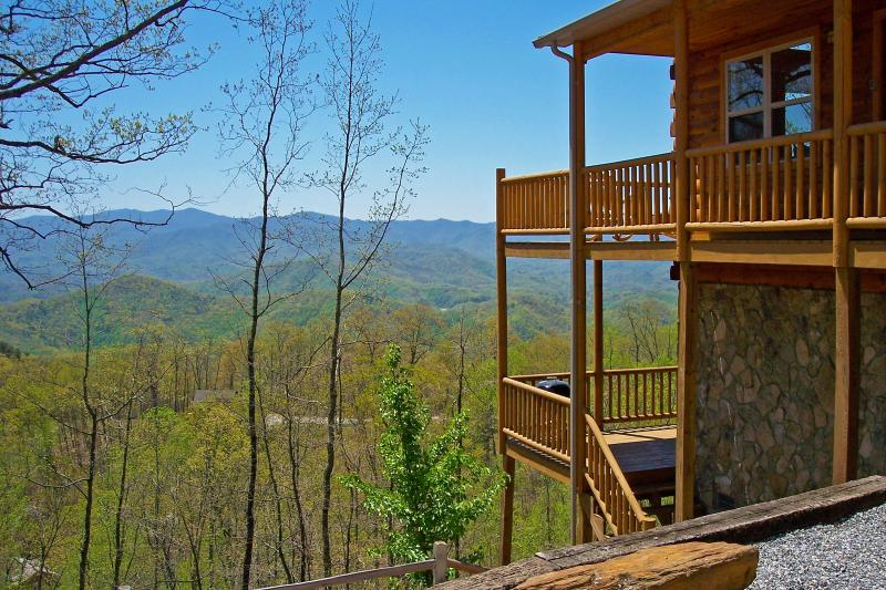 Above The Trees Cabin, Minutes from the Great Smoky Mountains National Park - Above the Trees - Mountain View, Pool Table, Wi-Fi - Bryson City - rentals