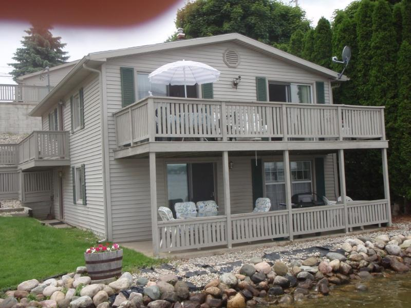 2 bedroom cottages, 1 upstairs, 1 downstairs - Waterfront Irish Hills Cottage (Round Lake) - Manitou Beach - rentals