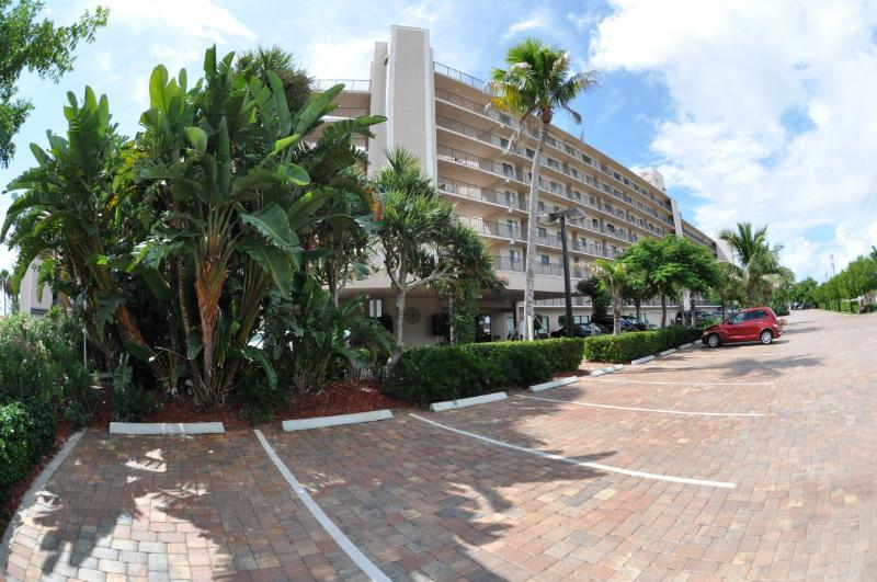 Front Entrance w/ Elevators - Fort Myers Beach, Carlos Pointe Gulf Front Condo - Fort Myers Beach - rentals