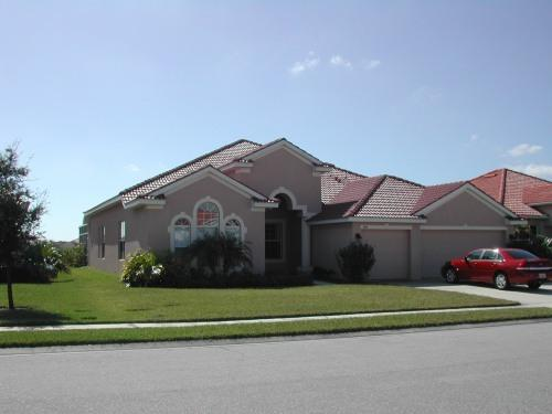 Front of House - Classic large lakefront family home upscale gated - Bradenton - rentals