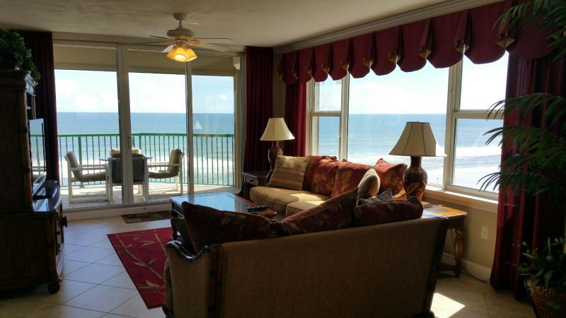 "Oceanfront Living Room with 50"" Flat Screen TV and DVD - Luxurious Direct Oceanfront w/ Jacuzzi Tub WOW! - Daytona Beach - rentals"