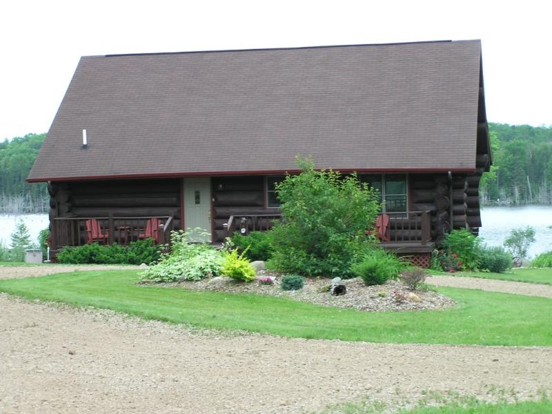 Welcome to VonSeda's - Waterfront Log Cabin U.P. Michigan Vacation Rental - Foster City - rentals