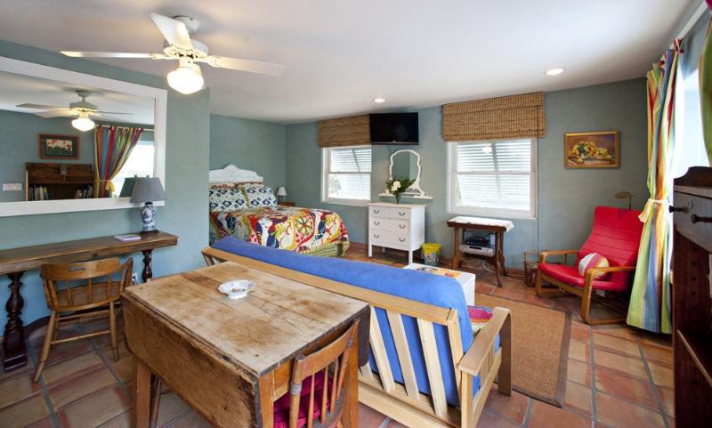 Studio - Sunny Studio Apartment in Ideal Location - Santa Barbara - rentals