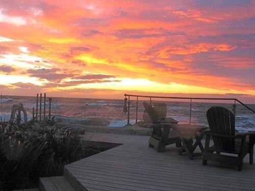 Sunset Beach Deck - VIBRANT SUNSETS & AMAZING SURF - Oak Harbor - rentals