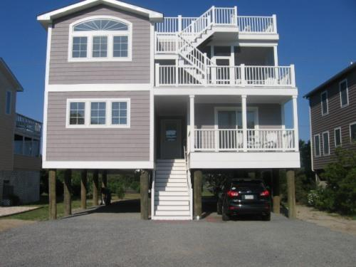 Front of house - 5BR - 3.5BA walk to beach, ROOFTOP DECK! - Bethany Beach - rentals
