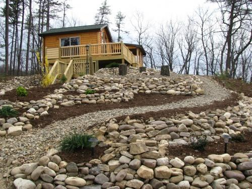 Beautifully landscaped on the mtn. - WV Romantic Cabin-Fox's Lair- Hot Tub,Dogs Allowed - Petersburg - rentals