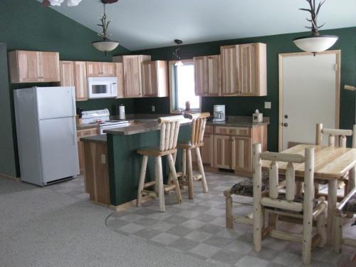 Hurley/Mercer Cabin Lodging @Lone Pine Ridge - Image 1 - Iron Belt - rentals
