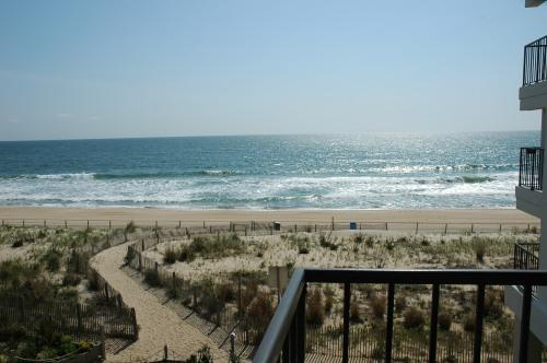 nothing like oceanfront!!! - BEAUTIFUL OCEANFRONT CONDO - See the dolphins swimming from your balcony!!!! - Ocean City - rentals