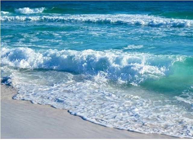 The beach at Surfside Resort. - Gulf Front End Unit Panaramic View's in Destin Fl - Miramar Beach - rentals