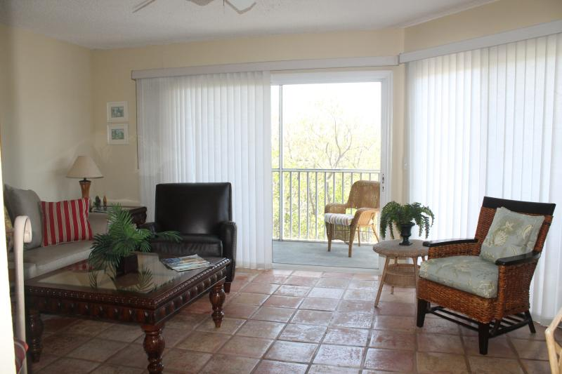 living area - Simply Beautiful Island Townhouse: Paradise! - Holmes Beach - rentals