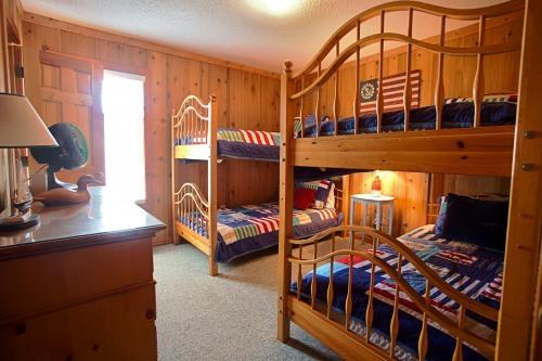 Bedroom 3 (Twin Bunks) - Second Flight - Great Value and Fully Updated - Corolla - rentals