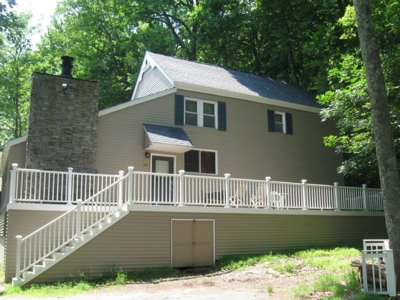 Masthope Poconos-Minutes to SKIING,POOL,LAKE,FISH! - Image 1 - Lackawaxen - rentals