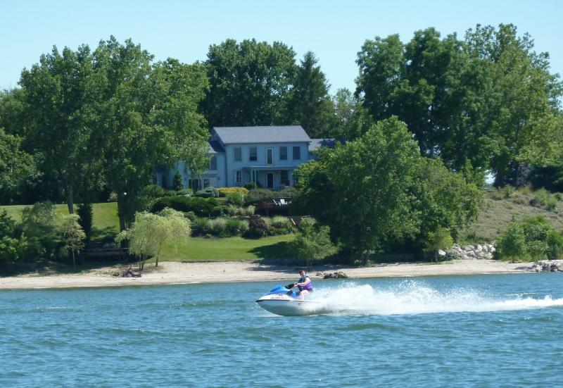 Waterfront View - Huron OH Lakefront Home & Private Sandy Beach - Huron - rentals