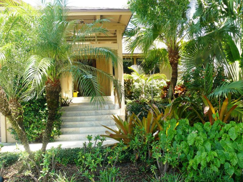 Welcome! Private relaxing retreat! - Sparking Clean! Kid and pet-friendly pool house - Marco Island - rentals