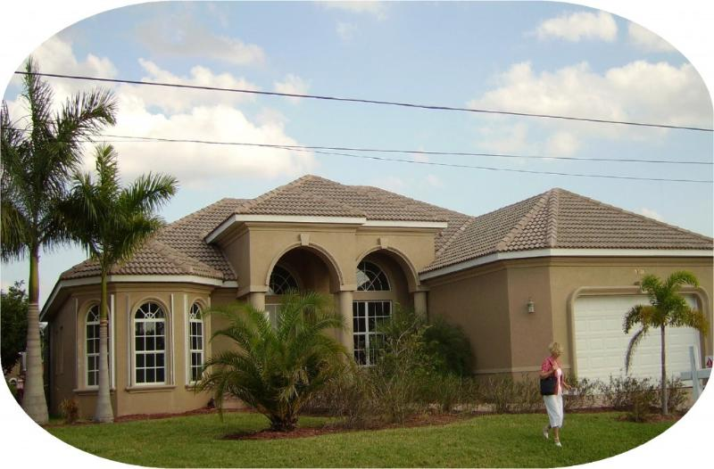 Front view of House - Luxury waterfront 4 bedr.  den 3 bth POOL-SPA home - Cape Coral - rentals