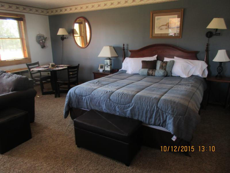 King bed - Cozy suite, 4th night free-king bed, jacuzzi - Davis - rentals
