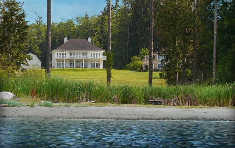 Hood Canal Grand Cottage & Carriage House w/ 150' of Private Beachfront - Hood Canal Grand Waterfront Estate & Studio Suite - Poulsbo - rentals