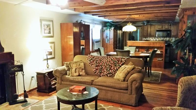 Cozy Living Room with Hardwood Floors and beam ceilings and unique furnishings - Kemah Cottage Is Very Charming- No Pet Charge! - Bacliff - rentals