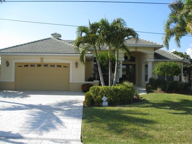 4BR Spacious Canal Home in SW Cape Coral - Image 1 - Cape Coral - rentals