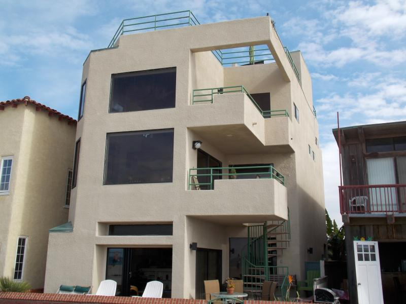 Front of the House - LUXURIOUS BEACHFRONT HOME AND GUEST SUITE ! - Hermosa Beach - rentals